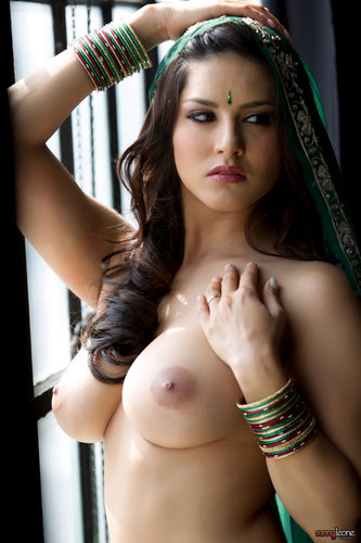 Sunny Leone - Green Saree Strip Tease ~ Bollywood Nude Gallery