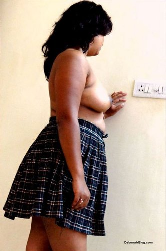 Marathi College girl from Pune showing boobs hairy chut photos