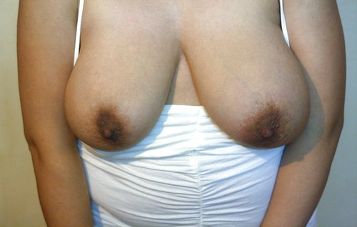 Sexy indian aunty Nude boobs show Pictures
