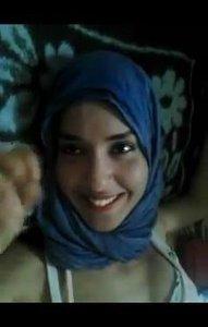 لبوه بالحجاب مع خطيبها فى البيت مفرشها وتبعها وينكها فى طيزها الجميلة