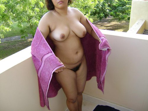 Desi aunty with big boobs and hairy pussy posing naked
