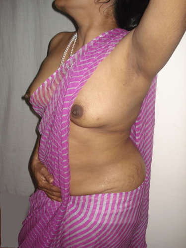 aunty with lover enjoying and removing saree in bedroom   tamil girlz