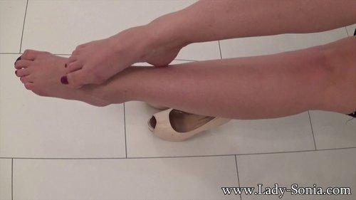 lady sonia feet